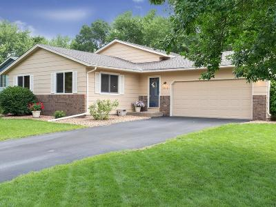 Maple Grove Single Family Home For Sale: 9612 Union Terrace Lane N