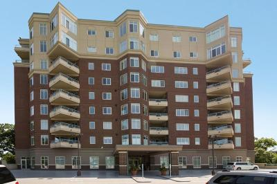 Bloomington Condo/Townhouse For Sale: 8301 Creekside Circle #760