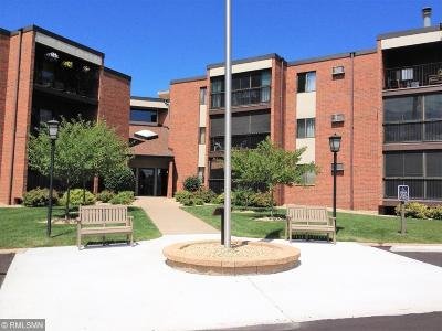 Burnsville Condo/Townhouse Contingent: 1800 Riverwood Drive #320