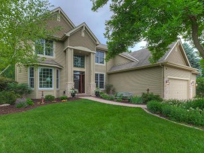 Chanhassen Single Family Home For Sale: 2710 Longacres Drive