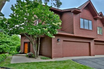 Burnsville Condo/Townhouse For Sale: 12542 Parkwood Drive