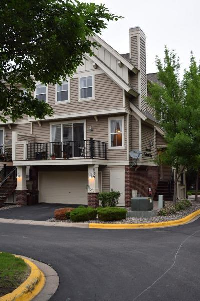Eden Prairie Condo/Townhouse For Sale: 8359 Labont Way