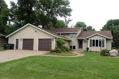 Hutchinson Single Family Home For Sale: 159 Elk Drive SE