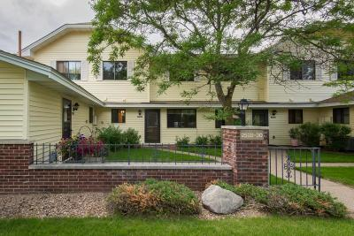Brooklyn Park Condo/Townhouse For Sale: 2530 Brookdale Lane