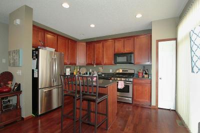 Eden Prairie Condo/Townhouse For Sale: 9988 Vervain Drive