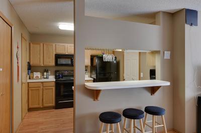 Eden Prairie Condo/Townhouse For Sale: 8890 Peep O Day Trail