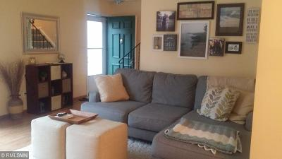 Plymouth Condo/Townhouse For Sale: 2712 Terraceview Court
