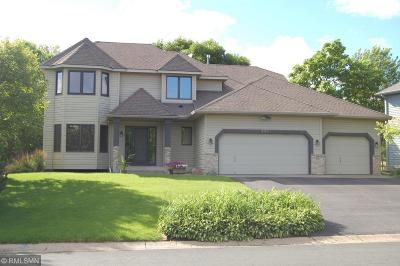 Chanhassen Single Family Home For Sale: 921 Lake Susan Hills Drive