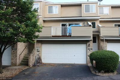 Apple Valley Condo/Townhouse For Sale: 14307 Hickory Court