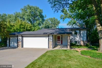 Shoreview Single Family Home Contingent: 469 Arden Circle