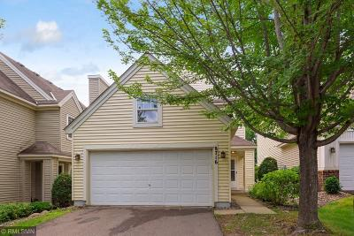 Chanhassen Condo/Townhouse For Sale: 8716 N Bay Drive