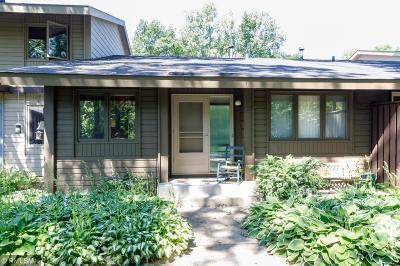 Burnsville Condo/Townhouse For Sale: 176 Birnamwood Drive
