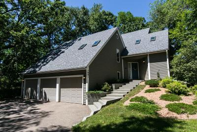 Eagan Single Family Home For Sale: 1691 Blackhawk Cove