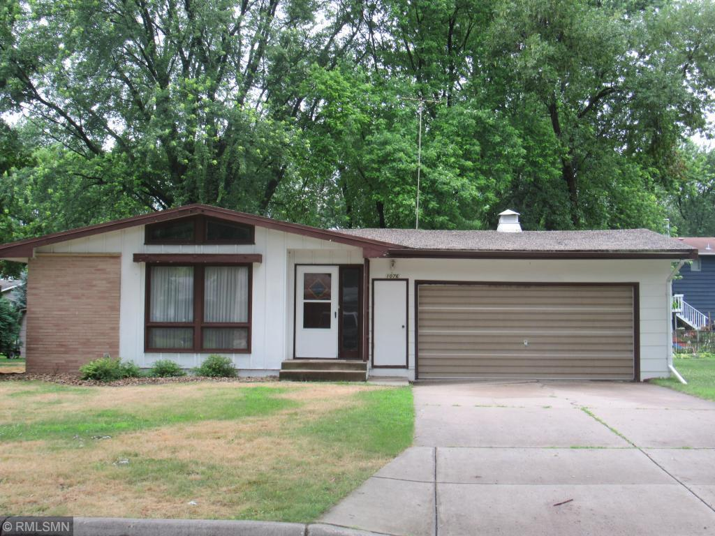 Backyard Tanning Hutchinson Mn listing: 1076 sherwood street se, hutchinson, mn.| mls# 4983114