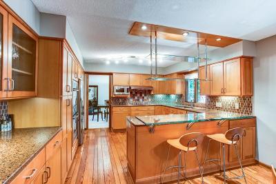 Eden Prairie Single Family Home For Sale: 6961 Tartan Curve