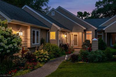 Shorewood Condo/Townhouse For Sale: 23820 Lawtonka Drive