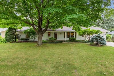Edina Single Family Home For Sale: 6101 Kaymar Drive