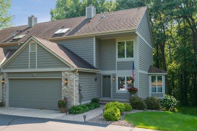 Mahtomedi Condo/Townhouse For Sale: 118 Wildwood Bay Drive