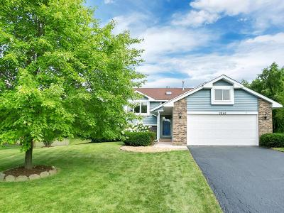 Eagan MN Single Family Home For Sale: $305,000