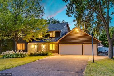 Maple Grove Single Family Home For Sale: 8949 Dallas Lane N