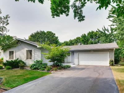 Eden Prairie Single Family Home For Sale: 9850 Garrison Way