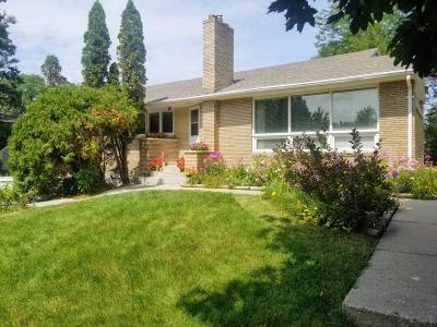 Roseville Single Family Home For Sale: 1359 Burke Avenue W