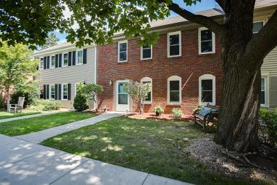 Mendota Heights Condo/Townhouse For Sale: 584 Maple Park Drive