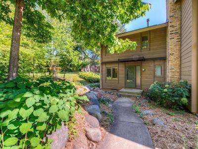 Burnsville Condo/Townhouse For Sale: 50 Birnamwood Drive