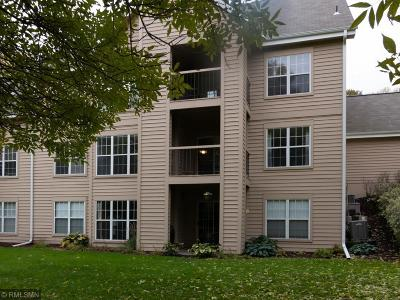 Minnetonka Condo/Townhouse Contingent: 6165 Chasewood Parkway #101