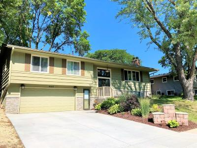 Bloomington Single Family Home For Sale: 4600 Heritage Hills Drive