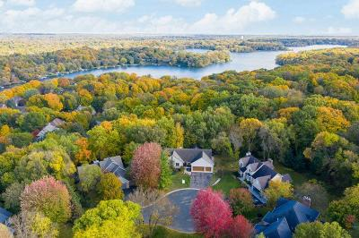 Chanhassen Single Family Home For Sale: 820 Vineland Court