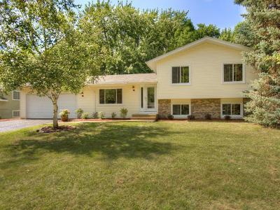 Chanhassen Single Family Home For Sale: 6900 Redwing Lane