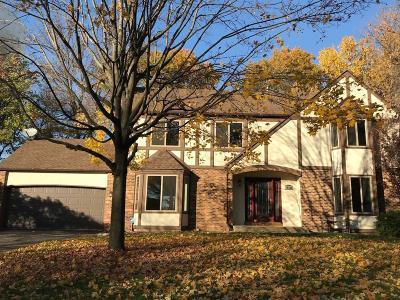 Minnetonka Single Family Home For Sale: 10820 Sumac Lane