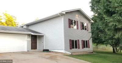 Cambridge Single Family Home For Sale: 2710 E Rum River Drive S