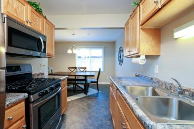 Burnsville Condo/Townhouse Contingent: 13505 Heather Hills Drive