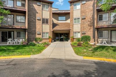 Eagan Condo/Townhouse Contingent: 3425 Golfview Drive #302