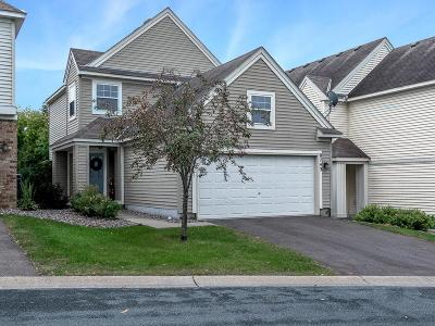 Chanhassen Condo/Townhouse For Sale: 8743 N Bay Drive