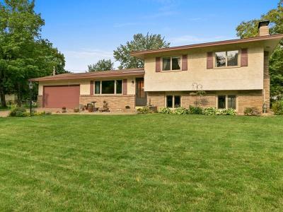 Anoka Single Family Home For Sale: 843 Charlotte Drive