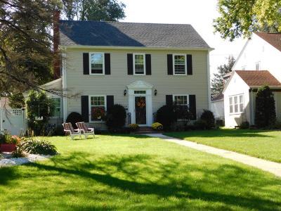 Minneapolis Single Family Home For Sale: 5426 Edgewater Boulevard