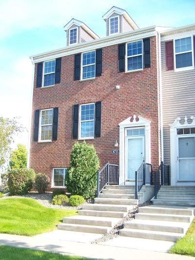 Shakopee Condo/Townhouse For Sale: 4711 Woodland Avenue