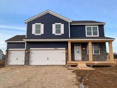 Lakeville Single Family Home For Sale: 18956 Huntley Trail