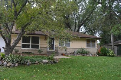 Shoreview Single Family Home For Sale: 330 Lilac Lane