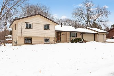 Burnsville Single Family Home Contingent: 3320 Country Wood Drive