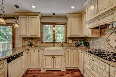 Apple Valley Single Family Home For Sale: 126 Sweetwater Drive