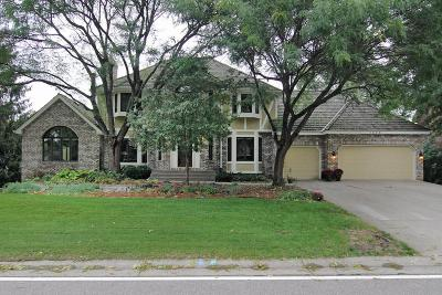Shoreview Single Family Home For Sale: 1069 W Royal Oaks Drive
