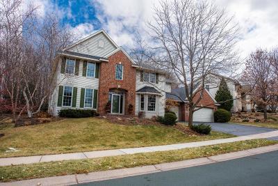 Maple Grove Single Family Home For Sale: 7602 Blackoaks Lane N