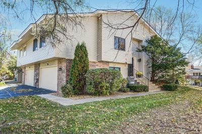Chanhassen Condo/Townhouse For Sale: 7016 Chaparral Lane Lane