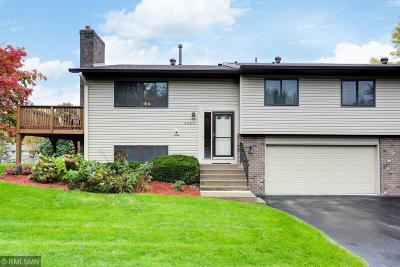 Eden Prairie Condo/Townhouse For Sale: 8423 Morgan Lane