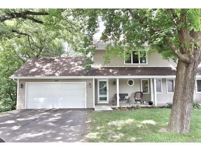 Eagan Single Family Home For Sale: 4725 Oak Cliff Drive