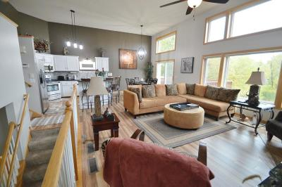 Forest Lake Condo/Townhouse Contingent: 22509 Evergreen Circle